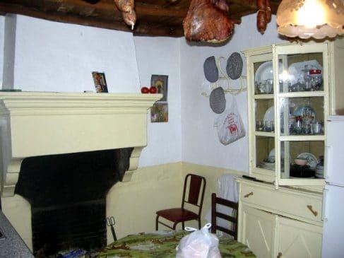 Casa con chimenea rústica