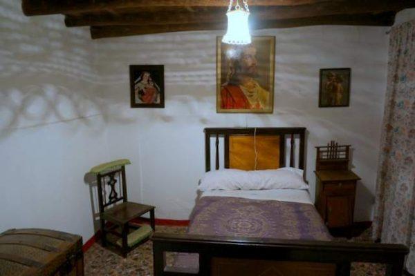 Dormitorio con muebles antiguos