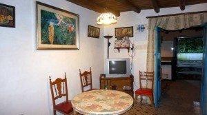 Salón rústico de la casa en venta en la sierra de Huelva