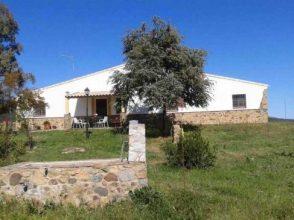 Finca de encinas con casa de campo en la sierra de Aracena