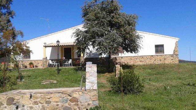 Finca de encinas con casa de campo en la sierra de aracena multifincas - Casas rurales sierra de aracena ...