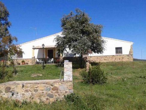 Finca rústica de 78 ha de encinas con casa de campo en la Sierra de Aracena