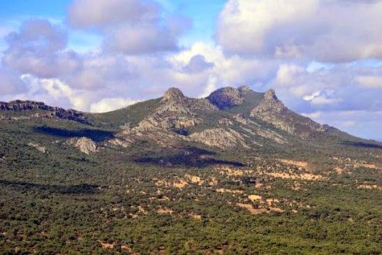 Finca de caza con gran cortijo en Extremadura