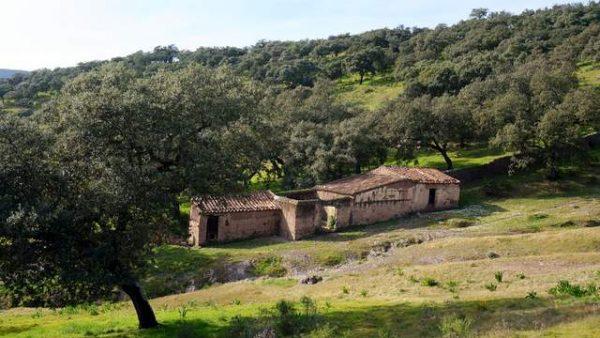 Casa de campo con terreno en la Sierra de Aracena