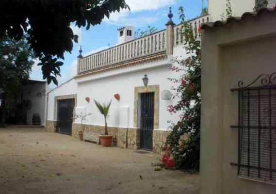 Finca con casa en Extremadura: cortijo habitable