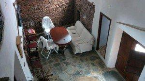Casa rústica con muros de piedra