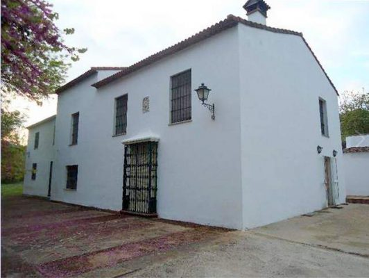 Parcela rústica con casa en la sierra de Sevilla