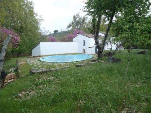 Terreno con piscina