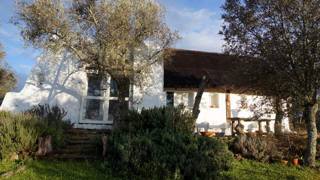 Fachada principal de la casa de campo