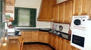 Cocina rústica de la casa de campo en venta