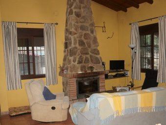 Casa de campo con salón muy espacioso