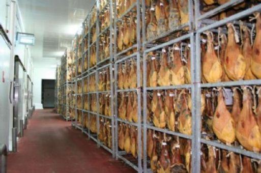 Fábrica de jamones y embutidos ibéricos en Extremadura